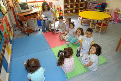 ذهاب الأطفال لدور الرعاية النهارية Nashra41Nurseries2L.
